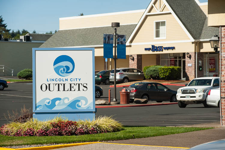 Lincoln City Outlets Quick Profile. Located on along the coast on Hwy , shop 55 brand name outlet stores. Along with saving on designer brands, visitors can find area tourist information and obtain money-saving coupons for select outlet stores.