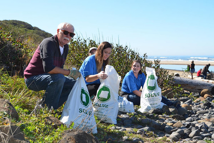 SOLVE volunteers at Beverly Beach near Newport