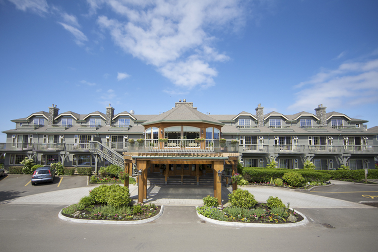 Stephanie Inn in Cannon Beach offers a luxuriously casual boutique hotel experience.